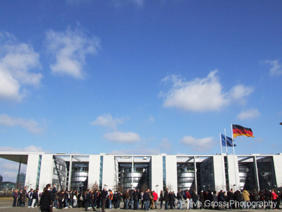 Queue for Reichstag Berlin